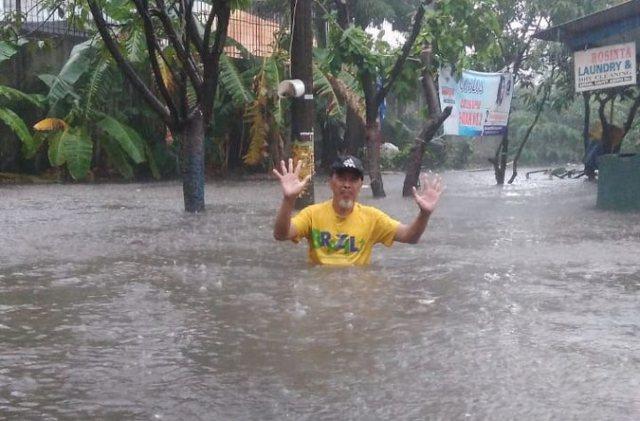 https: img-z.okeinfo.net content 2018 12 03 338 1986249 baru-hujan-sebentar-sejumlah-daerah-di-jakarta-kebanjiran-hingga-1-meter-TyJfwFkEUB.jpg