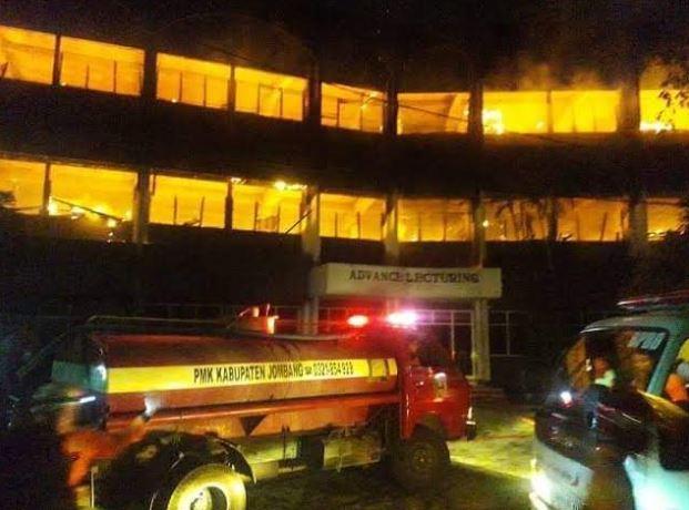 https: img-z.okeinfo.net content 2018 12 03 519 1986429 sempat-terjadi-dualisme-kebakaran-kampus-undar-disabotase-FSgaPTWYZx.JPG