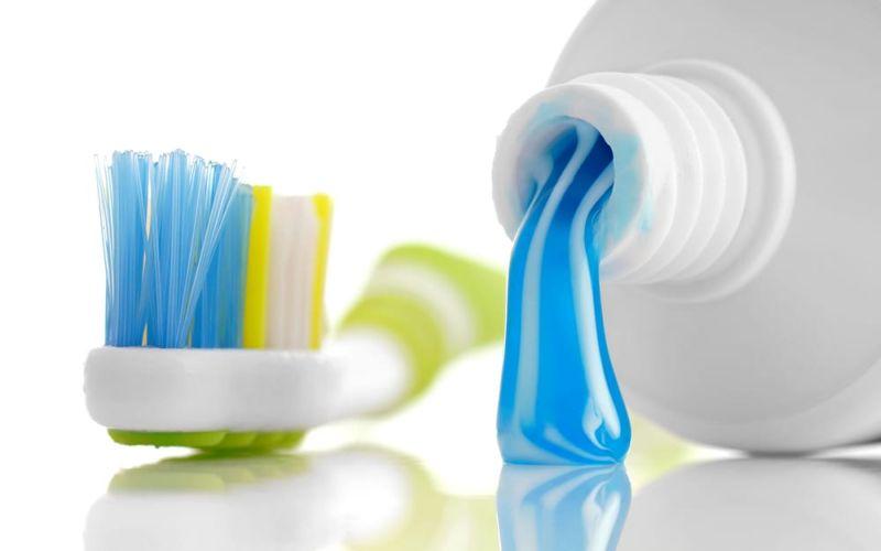 https: img-z.okeinfo.net content 2018 12 03 611 1986235 mengencangkan-payudara-dengan-pasta-gigi-ini-peringatan-dari-dokter-kulit-hTier0fctV.jpg