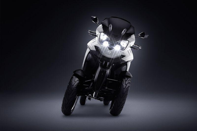 https: img-z.okeinfo.net content 2018 12 04 15 1986755 miliki-4-roda-skuter-matik-listrik-ini-bisa-miring-saat-cornering-eHXChIhOYf.jpg
