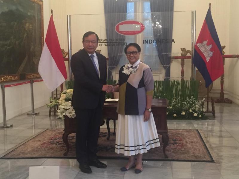 https: img-z.okeinfo.net content 2018 12 04 18 1986613 indonesia-kamboja-gelar-pertemuan-komisi-bersama-ke-4-bahas-kerja-sama-berbagai-bidang-p3LhRfL2oZ.jpeg