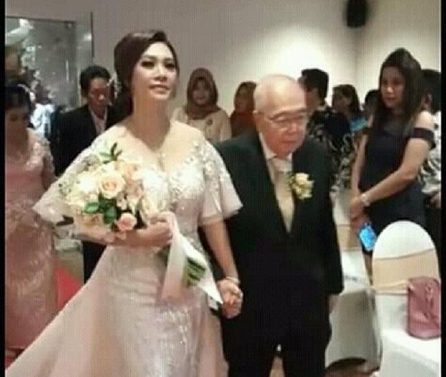 https: img-z.okeinfo.net content 2018 12 04 196 1986605 komisaris-jamu-cap-jago-menikah-di-usia-84-tahun-netizen-semoga-segera-mendapatkan-warisan-yang-melimpah-8hM5FCvcxT.jpeg