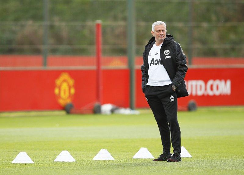 https: img-z.okeinfo.net content 2018 12 05 45 1987344 mourinho-sebut-arsenal-sedikit-diuntungkan-di-laga-kontra-man-united-FImIv8Qcge.JPG
