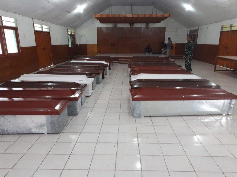 https: img-z.okeinfo.net content 2018 12 06 340 1987514 15-jenazah-korban-kkb-dievakuasi-dari-nduga-ke-timika-xL3sDEaBcp.jpg