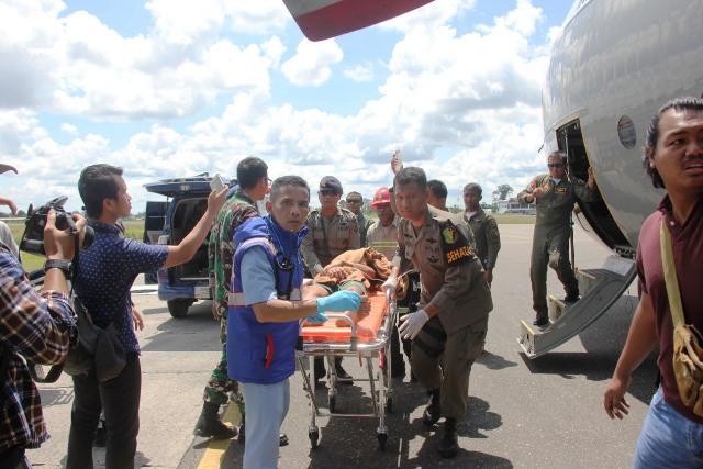 https: img-z.okeinfo.net content 2018 12 06 340 1987735 petugas-gabungan-berhasil-evakuasi-8-jenazah-dan-16-korban-selamat-ke-timika-AUjhJbWUBe.jpg