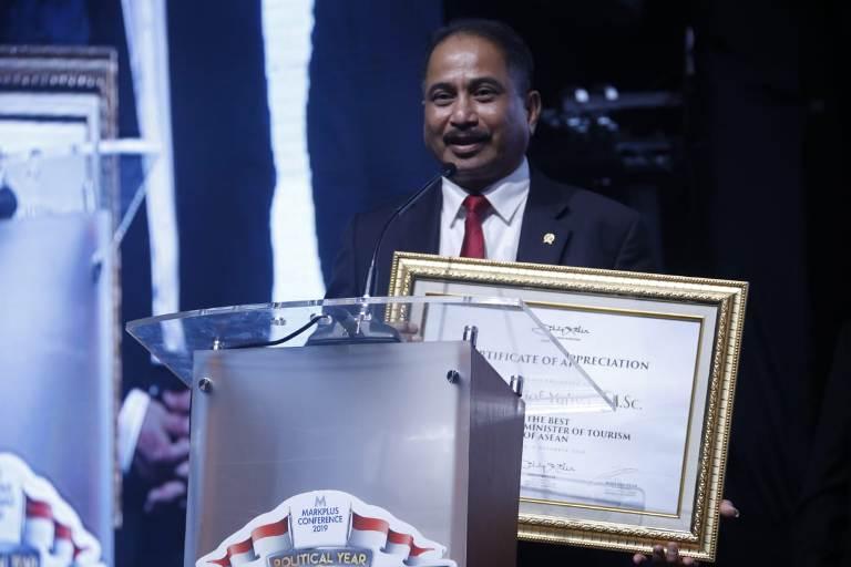 https: img-z.okeinfo.net content 2018 12 07 1 1988086 arief-yahya-raih-penghargaan-the-best-marketing-minister-of-tourism-of-asean-J4lTsbqytX.jpeg