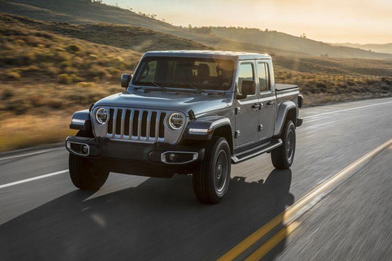 https: img-z.okeinfo.net content 2018 12 07 15 1988306 26-tahun-tak-pernah-diproduksi-jeep-luncurkan-wrangler-model-pertama-pikap-kabin-ganda-LUz1FztCPu.jpg