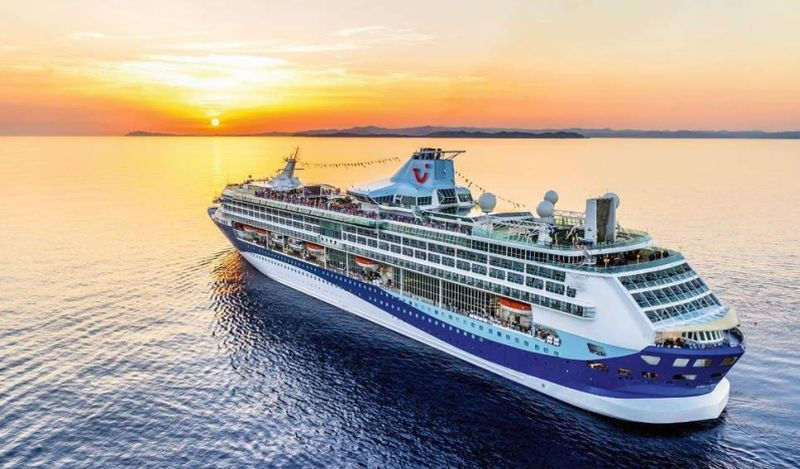 https: img-z.okeinfo.net content 2018 12 07 406 1988301 bermimpi-wisata-kapal-pesiar-ada-nih-dengan-harga-terjangkau-Px9LxgG8iB.jpg
