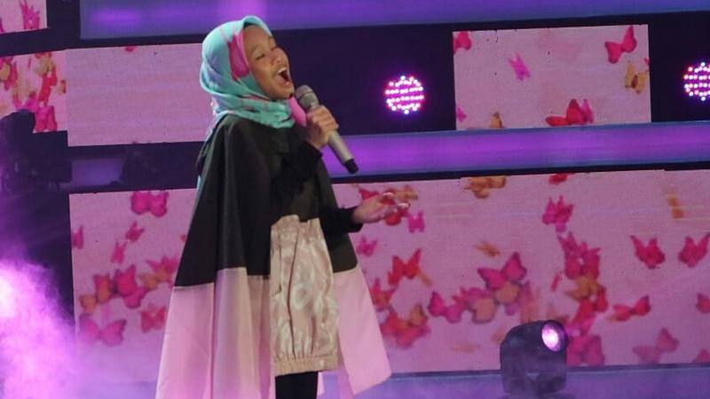https: img-z.okeinfo.net content 2018 12 07 598 1988243 nyanyi-lagu-syahrini-raisya-dapat-kritik-dari-juri-di-indonesian-idol-junior-2018-OHm7vs4git.jpg