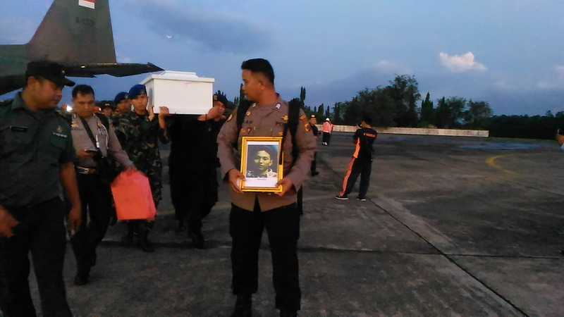 https: img-z.okeinfo.net content 2018 12 07 609 1988347 kedatangan-16-jenazah-korban-kkb-papua-asal-makassar-disambut-histeris-berikut-identitasnya-1Yegomc9GB.jpg