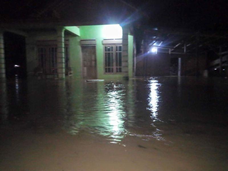 https: img-z.okeinfo.net content 2018 12 08 519 1988477 banjir-dan-tanah-longsor-di-pacitan-2-orang-tewas-dan-ratusan-jiwa-mengungsi-QzsPZLZsBU.jpg