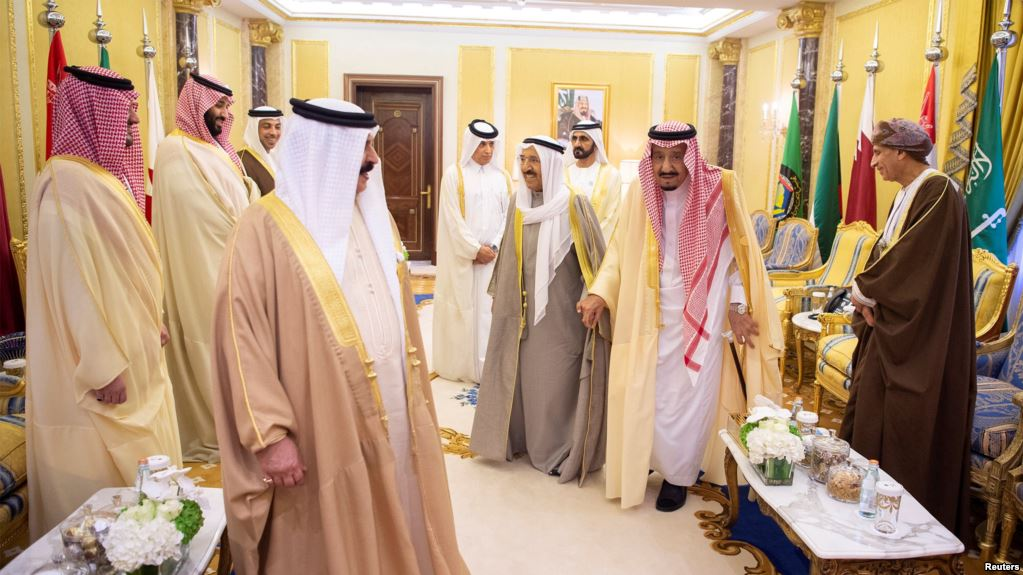 https: img-z.okeinfo.net content 2018 12 10 18 1989020 tak-hadiri-ktt-teluk-di-arab-saudi-emir-qatar-hanya-kirim-pejabat-tingkat-rendahnya-TKGbOdUFMn.jpg