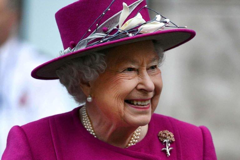 https: img-z.okeinfo.net content 2018 12 10 196 1989329 ratu-elizabeth-ii-akan-beri-hadiah-natal-untuk-550-pegawai-istana-kerajaan-MA8j0xu0Xt.jpg