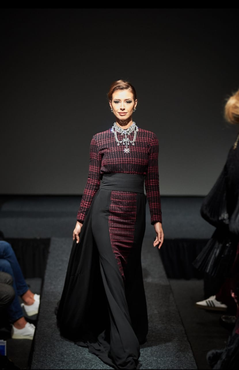 https: img-z.okeinfo.net content 2018 12 12 194 1990497 8-desainer-asal-indonesia-ukir-prestasi-di-fashion-show-den-haag-HHXton7tDH.jpg