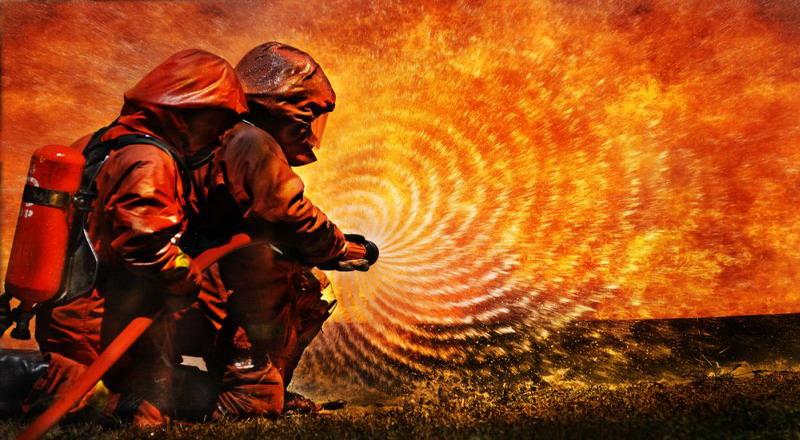https: img-z.okeinfo.net content 2018 12 12 338 1990001 dikepung-sejumlah-warga-polsek-ciracas-dikabarkan-terbakar-Vk2gbuEhCw.jpg