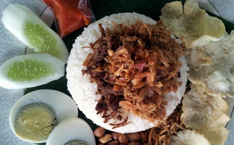 https: img-z.okeinfo.net content 2018 12 14 298 1991411 5-tempat-makan-nasi-uduk-enak-di-jakarta-termasuk-yang-dimakan-soimah-dkk-phs4TnNX0X.jpg