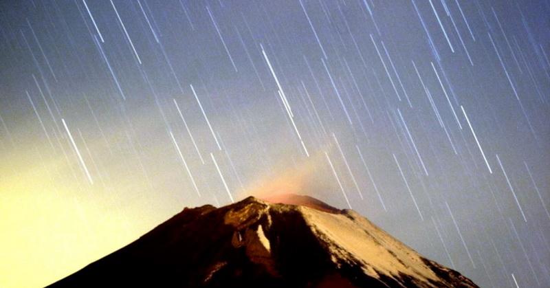 https: img-z.okeinfo.net content 2018 12 14 56 1991484 16-desember-fenomena-komet-paling-terang-dekati-bumi-ZNy5DUeiFJ.jpg