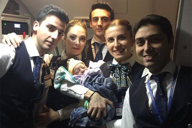 https: img-z.okeinfo.net content 2018 12 15 18 1991622 penumpang-asal-kongo-lahirkan-bayinya-dalam-penerbangan-ke-istanbul-O1dskiJHIF.jpg