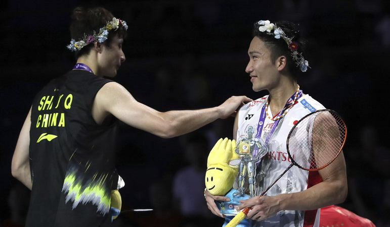 https: img-z.okeinfo.net content 2018 12 16 40 1992000 bertemu-di-final-bwf-world-tour-2018-ini-rekor-pertemuan-momota-vs-shi-yuqi-RFw30xKdTV.jpg