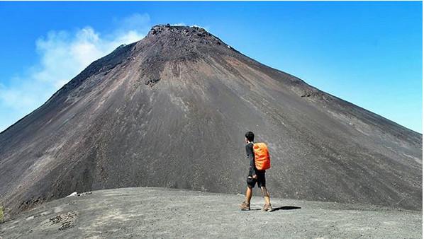 https: img-z.okeinfo.net content 2018 12 17 406 1992375 kembali-erupsi-gunung-soputan-memiliki-sederet-keindahan-wisata-di-sekitarnya-XxOpC6rxgw.jpg