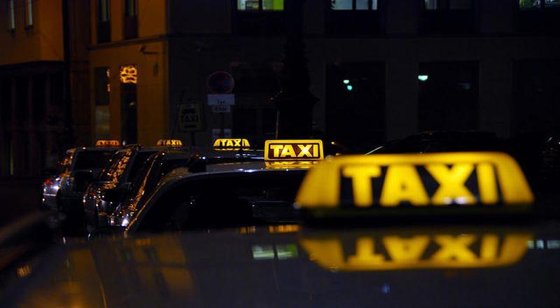 https: img-z.okeinfo.net content 2018 12 18 320 1993033 aturan-lengkap-baru-taksi-online-dari-keamanan-hingga-pelayanan-5B8OZXAs56.jpg