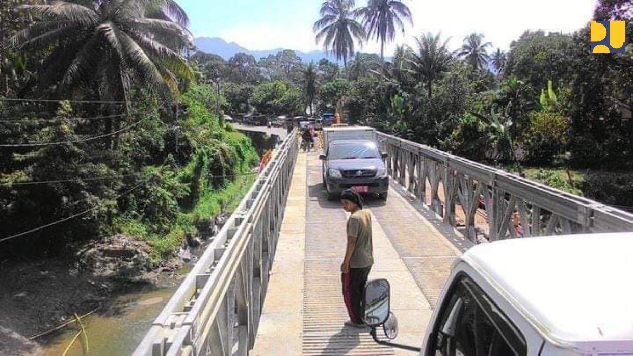 https: img-z.okeinfo.net content 2018 12 18 470 1992790 jembatan-darurat-padang-bukittinggi-sudah-bisa-dilalui-satu-jalur-6nbkhw23Ck.jpeg