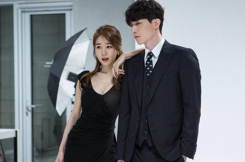 https: img-z.okeinfo.net content 2018 12 18 598 1992731 chemistry-lee-dong-wook-yoo-in-na-saat-pembacaan-naskah-drama-tuai-pujian-Nwj0w8TDiO.jpg