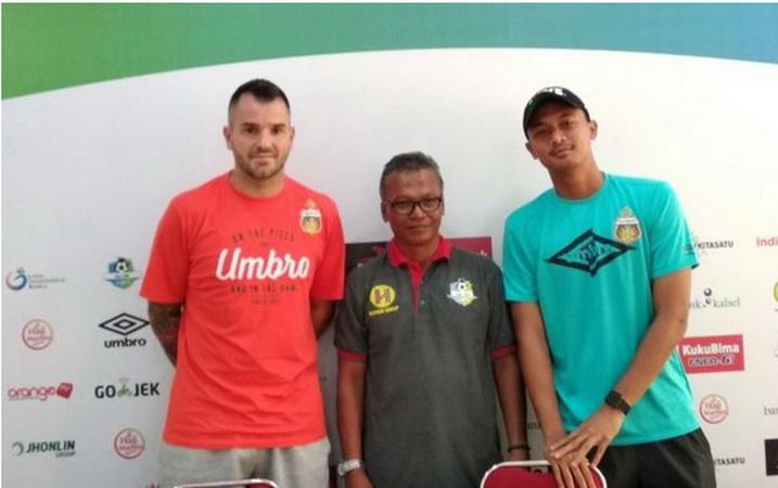 https: img-z.okeinfo.net content 2018 12 20 51 1993925 ditunjuk-jadi-pelatih-timnas-indonesia-ini-catatan-simon-mcmenemy-XIKr51DSeK.jpg