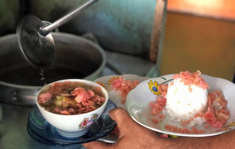 https: img-z.okeinfo.net content 2018 12 21 298 1994345 rindu-masakan-bundo-di-kampuang-buat-aja-soto-minang-ini-u9JyTFHXSd.jpg