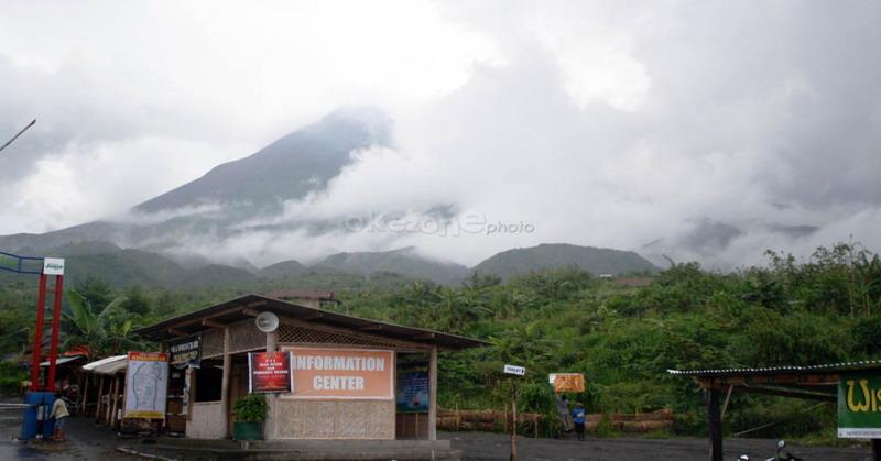 https: img-z.okeinfo.net content 2018 12 25 510 1995618 aktivitas-gunung-merapi-waspada-guguran-lava-pijar-meluncur-ke-kali-gendol-tQRtmXDeaa.jpg