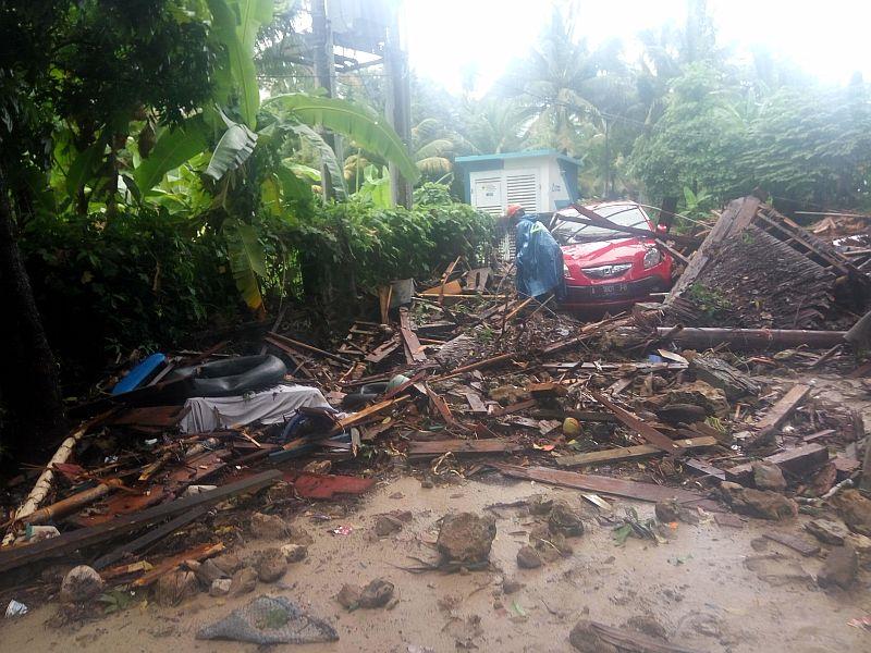 https: img-z.okeinfo.net content 2018 12 26 340 1996047 kendaraan-korban-tsunami-diamankan-polda-banten-ini-nomor-polisinya-BwEsUEvuTR.jpg