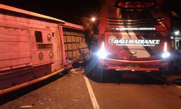 https: img-z.okeinfo.net content 2018 12 27 519 1996412 kecelakaan-2-bus-di-banyuwangi-renggut-3-korban-jiwa-Av20bZnDtV.JPG