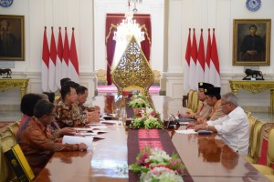https: img-z.okeinfo.net content 2018 12 27 65 1996722 rektor-ui-lapor-progres-pembangunan-rs-universitas-indonesia-ke-presiden-jokowi-NCJEiYqsjw.jpg