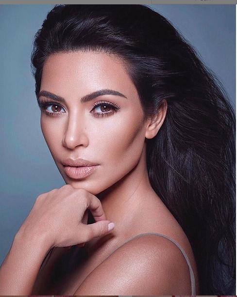 https: img-z.okeinfo.net content 2018 12 30 194 1997827 kompilasi-tampilan-syur-kim-kardashian-pada-2018-pamer-buah-dada-bikin-netizen-melongo-uz1SkRtwEp.jpg