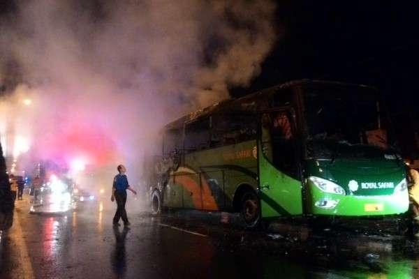 https: img-z.okeinfo.net content 2018 12 31 512 1998393 bus-terbakar-di-boyolali-40-penumpang-tunggang-langgang-selamatkan-diri-4CKUaOMDL8.jpg
