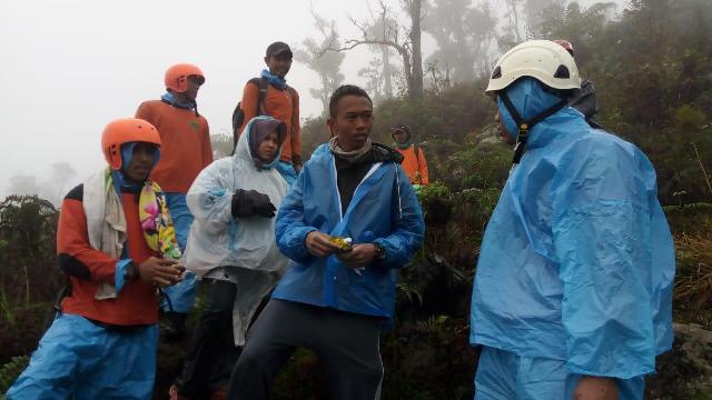 https: img-z.okeinfo.net content 2019 01 02 340 1999190 2-pendaki-yang-tersesat-di-gunung-bawakaraeng-berhasil-ditemukan-HLcI9JRBAH.jpg