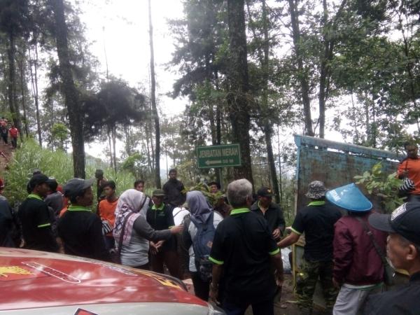 https: img-z.okeinfo.net content 2019 01 02 512 1998930 guru-sdn-1-kutho-karanganyar-tersesat-di-kawasan-hutan-gunung-lawu-HxgHKMNEqZ.jpg