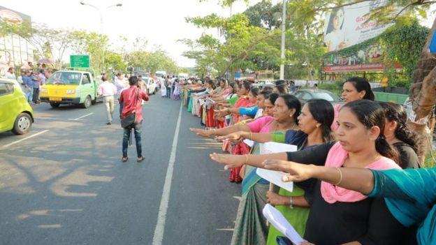 https: img-z.okeinfo.net content 2019 01 03 18 1999249 3-juta-perempuan-india-unjuk-rasa-membentuk-rantai-manusia-sepanjang-620-km-FQoQMLEBsK.jpg
