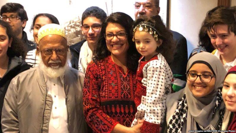 https: img-z.okeinfo.net content 2019 01 04 18 1999736 gunakan-gaun-tradisional-palestina-wanita-muslim-pertama-di-kongres-as-disumpah-HQgtrV4Qbo.jpg
