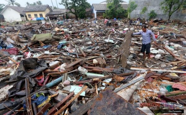 https: img-z.okeinfo.net content 2019 01 08 320 2001591 posko-nasional-esdm-kelabakan-saat-tsunami-melanda-selat-sunda-AokRqSASy4.jpg