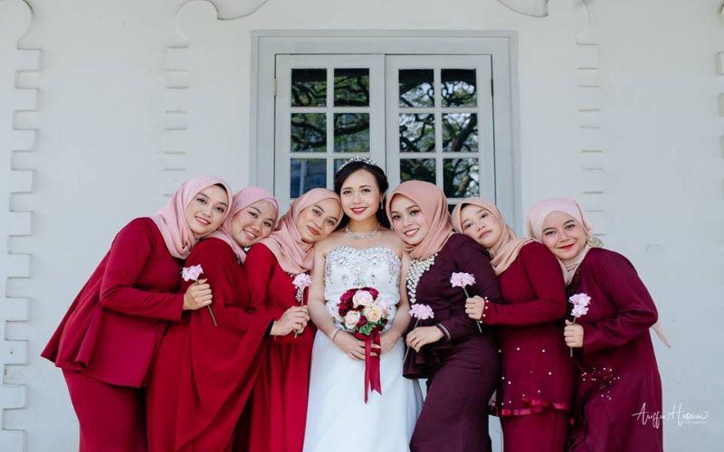 https: img-z.okeinfo.net content 2019 01 09 196 2001984 viral-pasangan-pengantin-kristen-ini-memilih-bridesmaid-berhijab-pNHiAZFxZk.jpg