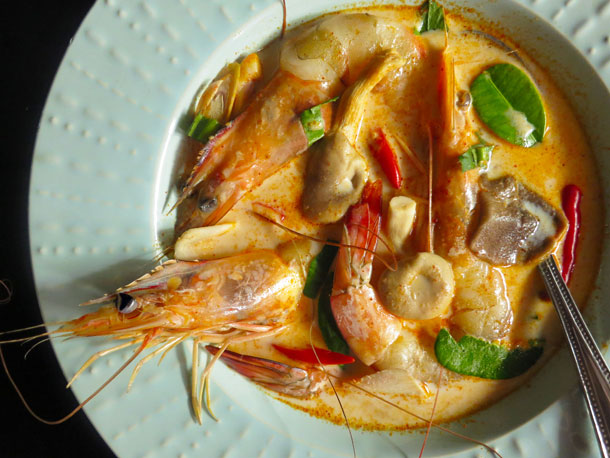 https: img-z.okeinfo.net content 2019 01 09 298 2001904 thai-food-bikin-makan-siang-makin-nendang-bikin-tom-yam-yuk-24csmvLM34.jpg