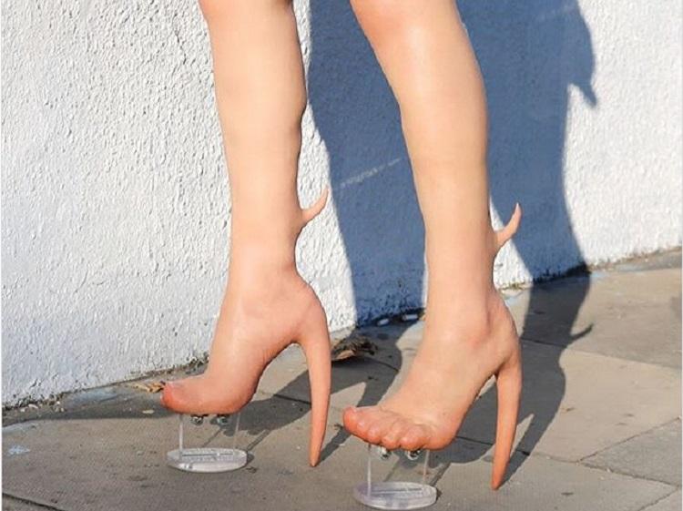 https: img-z.okeinfo.net content 2019 01 10 196 2002686 sepatu-kaki-alien-ini-dibanderol-rp140-juta-bentuknya-seram-banget-z30OSZ5BDT.jpg