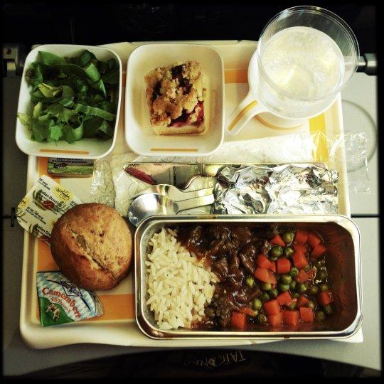 https: img-z.okeinfo.net content 2019 01 10 298 2002607 united-airlines-luncurkan-buku-resep-khusus-untuk-membuat-hidangan-lezat-di-atas-pesawat-ald0ueMA7N.jpg