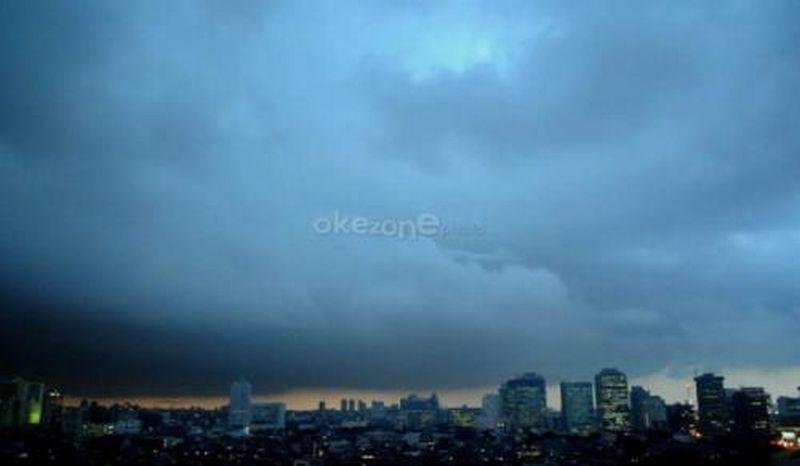 https: img-z.okeinfo.net content 2019 01 10 338 2002468 usai-diguyur-hujan-jakarta-akan-berawan-hingga-malam-hari-Hz1vbNFrhK.jpg