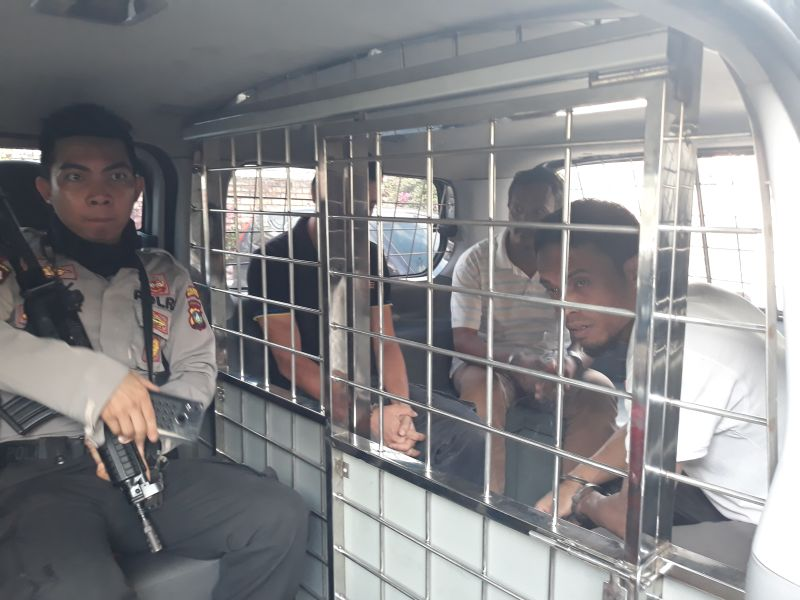 https: img-z.okeinfo.net content 2019 01 11 340 2002858 bawa-7-2-kg-sabu-dari-malaysia-ke-tanjungpinang-3-kurir-divonis-20-tahun-penjara-EqNq46GYhG.jpg