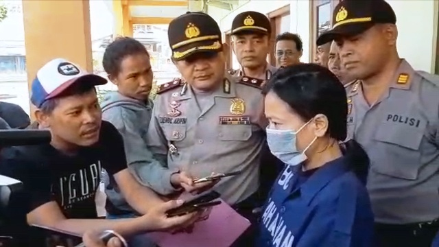 https: img-z.okeinfo.net content 2019 01 11 512 2003297 edarkan-sabu-buruh-perempuan-ditangkap-polisi-iChpsmiRrL.jpg