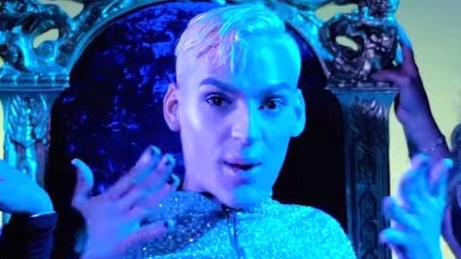 https: img-z.okeinfo.net content 2019 01 12 18 2003420 penyanyi-rap-gay-ditembak-mati-di-puerto-rico-zRroQzPp7S.jpg