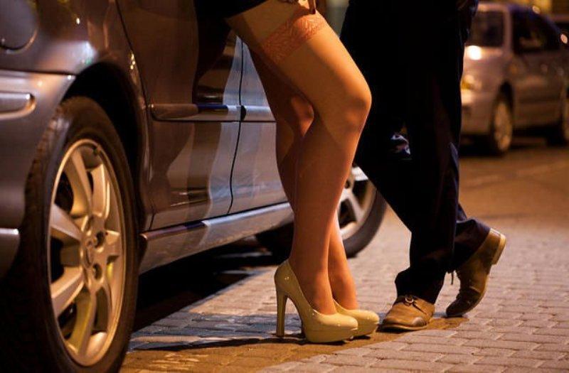 https: img-z.okeinfo.net content 2019 01 12 337 2003599 terkait-prostitusi-online-robby-abas-kenal-4-dari-6-nama-yang-dipanggil-polda-jatim-ZdZxJ8sRUV.jpg