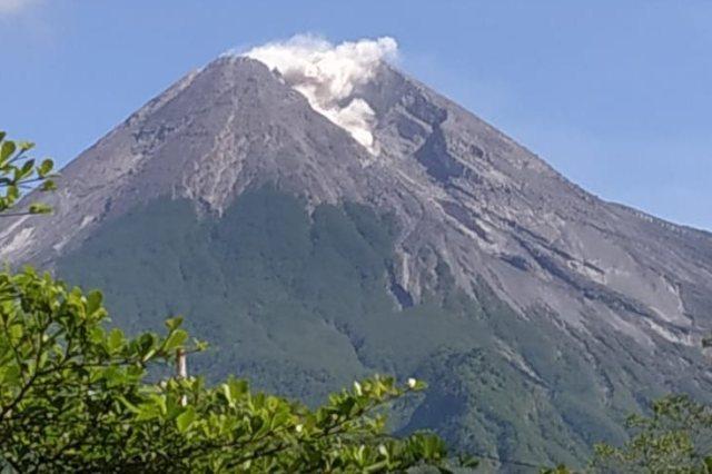 https: img-z.okeinfo.net content 2019 01 13 512 2003667 dalam-3-menit-gunung-merapi-muntahkan-lava-2-kali-65MGQbt2Fv.jpg